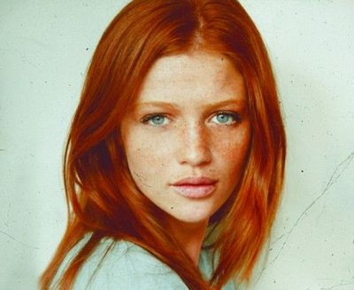 Love her red hair and green eyes! / make up tips - Juxtapost