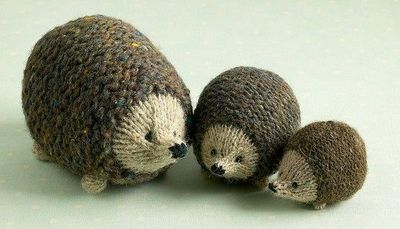 family of hedgehogs knit from same pattern with different ...
