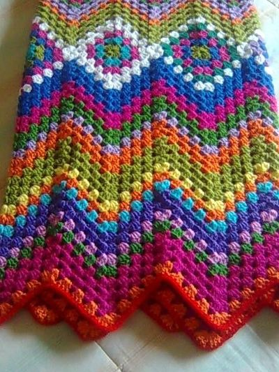 Crocheting Zig Zag Pattern : Hole Zig Zag Tutorial. Pattern here: buscandocomienzos... / crochet ...