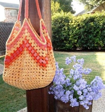 Granny Square Bag Pattern Free : Granny square tote bag - pattern available / crochet ideas and tips ...