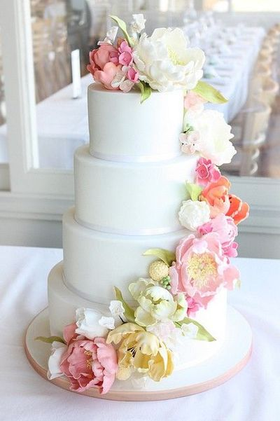 simple yet elegant cake design with cascade of sugar flowers wedding cakes juxtapost. Black Bedroom Furniture Sets. Home Design Ideas