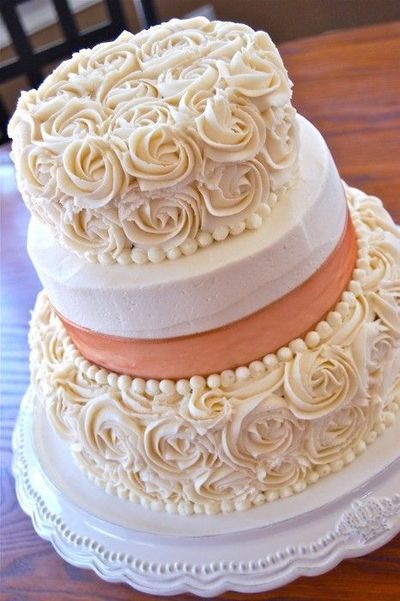 Cake Decorated With Piped Roses : Classy and elegant, a piped roses wedding cake / wedding ...