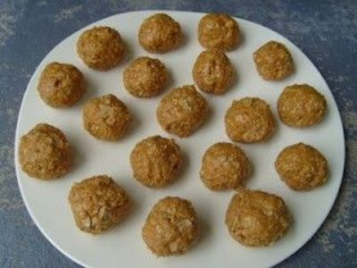 Peanut Butter Balls - yummy relatively healthy treat!
