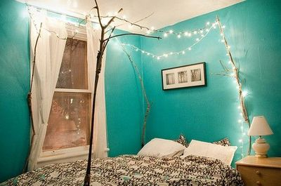 Canopy bed made of branches and twinkle lights & Canopy bed made of branches and twinkle lights / Walls stash ...