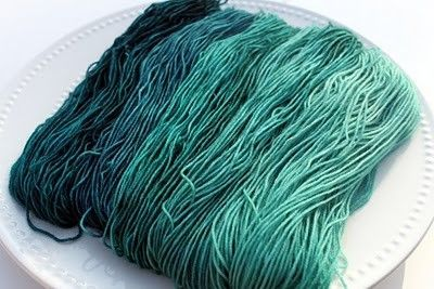 how to gradient dye yarn with food coloring, excellent instr ...