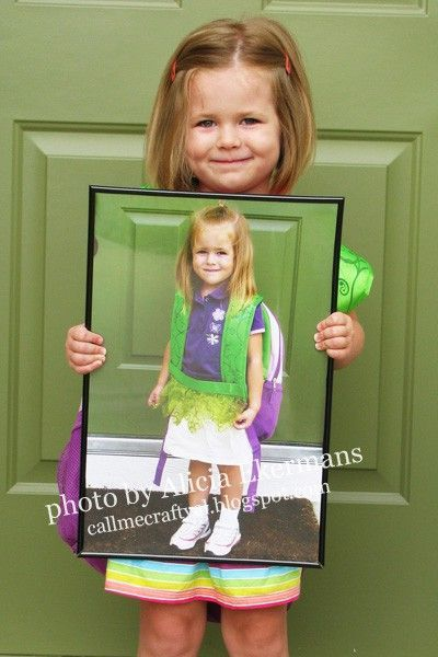 Last day of school holding a picture from the first day of school...would be great to do the first or last day of Senior Year as well...with the kindergarten picture! MUST REMEMBER THIS!! :)