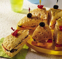 Taco Turkey Wedges  1 round focaccia bread (10 inch) 1/2 cup chopped pitted ripe olives 2 tablespoons sour cream 2 tablespoons mayonnaise or salad dressing 1 teaspoon Old El Paso® taco seasoning mix 1 small tomato, sliced 4 oz thinly slic...