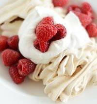 Crisp Meringues with Whipped Cream