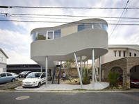 hiroshima8176 Lifted From the Ground Like a Birds Nest: Toda House in Hiroshima from freshome.com