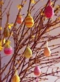 Celebrate Easter with this adorable #knitting pattern for egg ornaments! Thanks to the Purl Bee for sharing it!