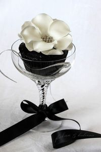 Wedding cupcake decor