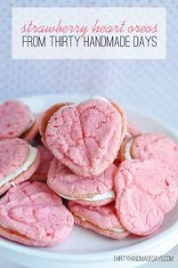 Valentines Day / My friend Mique is Thirty Handmade Days and its an amazing site. These Strawberry heart cookies look amazing for Valentines Day