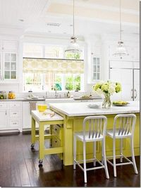 love how cheery this kitchen is!